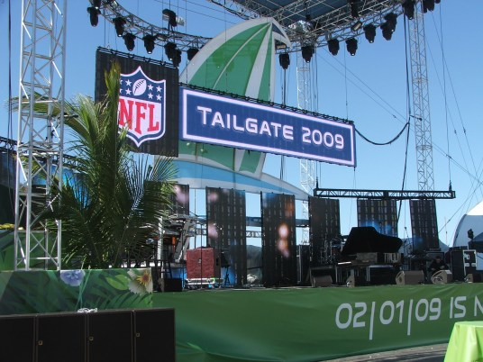 A-12-16-STORY-SB43-aa-NFLTailgatestage
