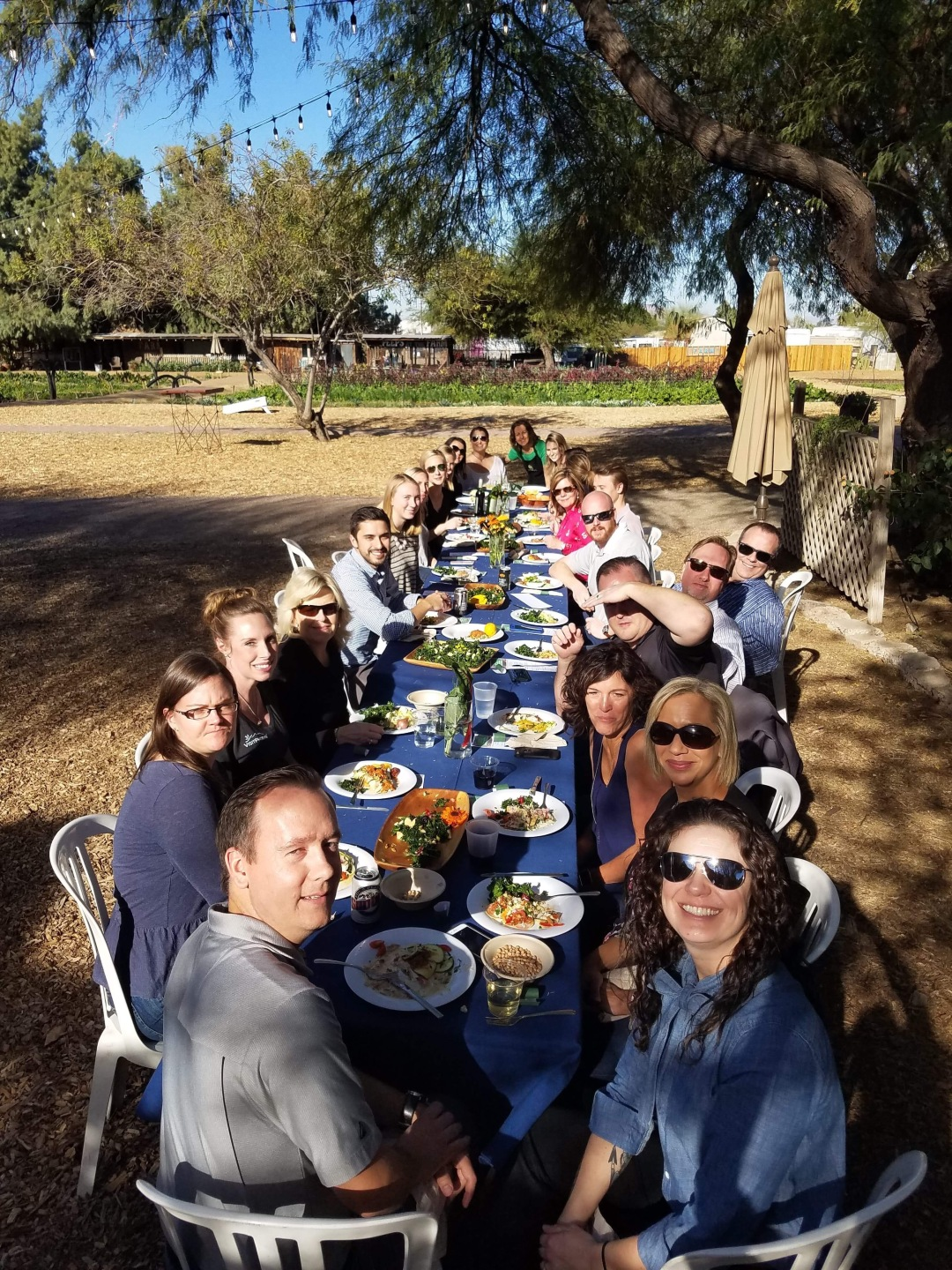 A-12-VisitPhoenix-ExperienceNutrition-TeamBuilding-Tableeating-