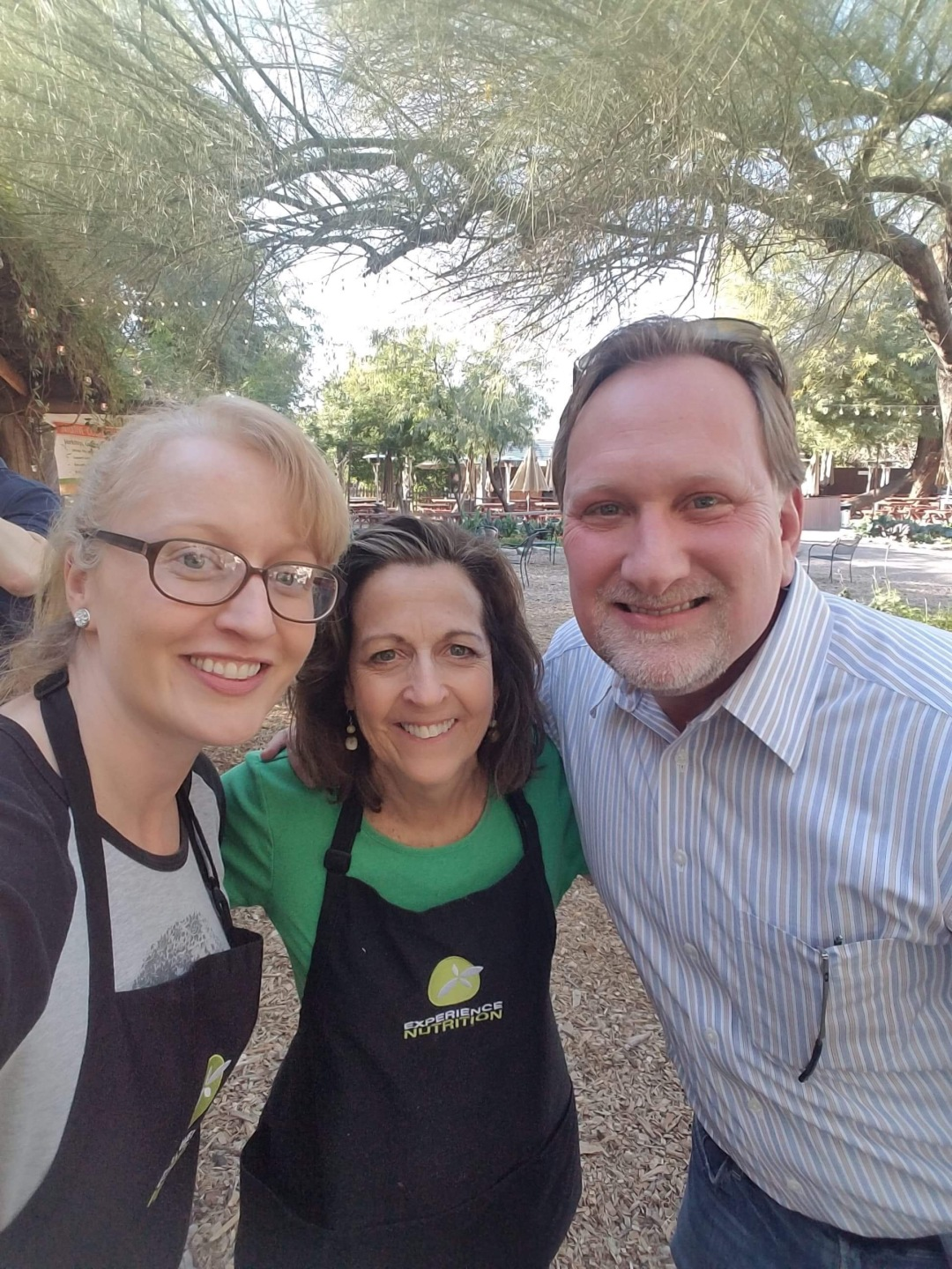A-17-VisitPhoenix-ExperienceNutritionTeamBuilding-Cassie-Melanie-Ronnie-IMG_2125